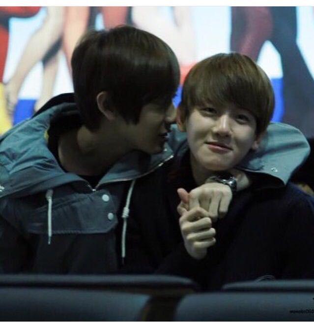 Exo Chanyeol And Baekhyun Kiss