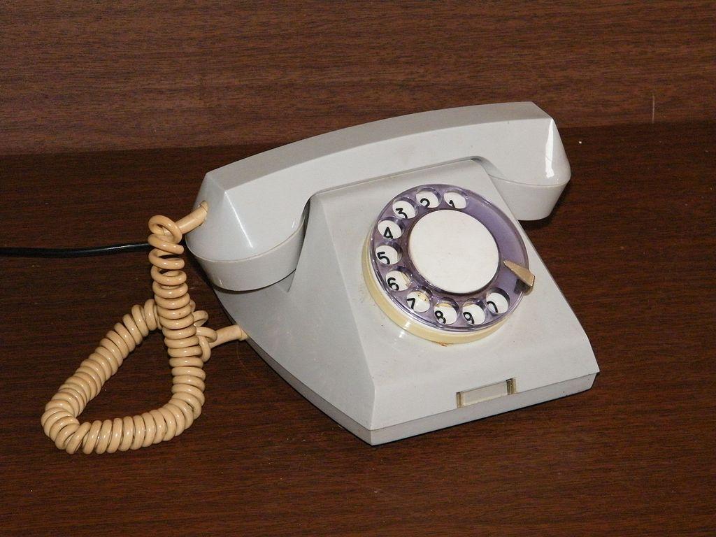 Wiersze Tragikomiczne Wiersz O Telefonie Stacjonarnym