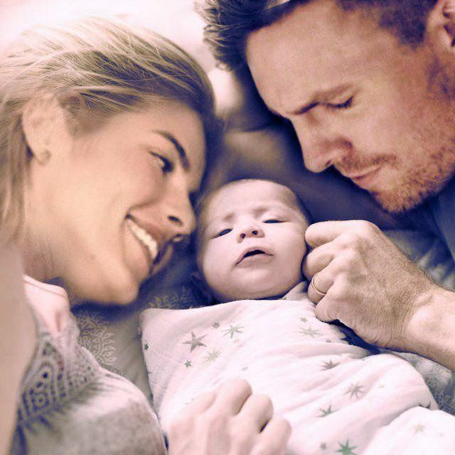 Olicity Engaged Love And Pregnancy - felicity find out she
